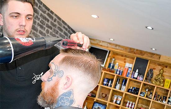 Barbers Harlow Luxe Barbers Mens Haircut Men's Stylist